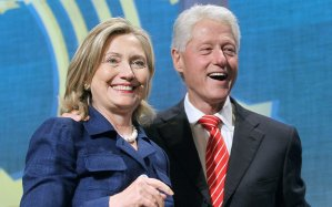 Bill-Clinton-pranks-Hillary-ftr