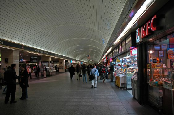 Penn_Station_LIRR_concourse